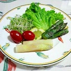 ホワイトアスパラとパープルアスパラのサラダ