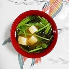 セリ、お豆腐、ワカメのお味噌汁