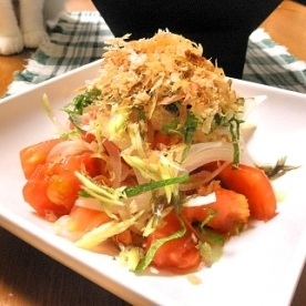 トマトサラダは中濃ソースで!