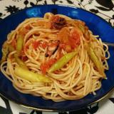 タコとアスパラのトマトソースパスタ