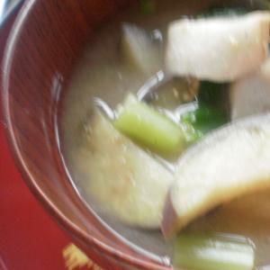 麩、茄子、小松菜の味噌汁