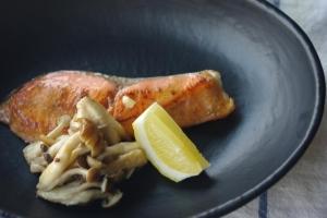 鮭とキノコのマヨソテー