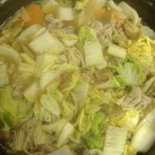 ごま油の風味が美味しい!しょうゆ鍋
