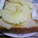 しゃくしゃくりんごトースト