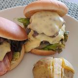 休日のランチに 簡単に豪華チーズバーガーを