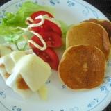 はんぺんのチーズ焼きと大豆粉パンケーキのワンプレ♪