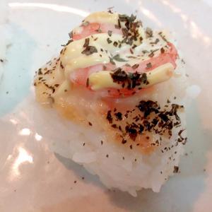 タル/マヨ/バジルで 海老の焼おにぎり