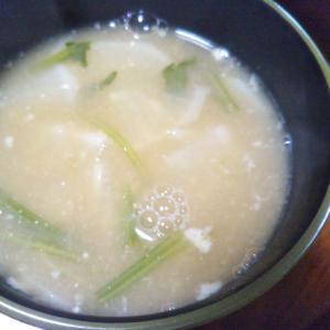 納豆ほうれん草の茎かぶ味噌汁