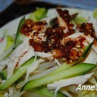 食べるラー油で中華風サラダ