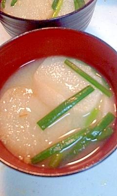 麩と青ネギの味噌汁