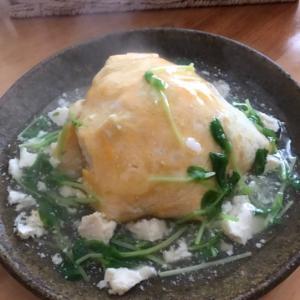 豆腐そぼろと豆苗のあんかけオムライス