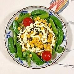 スイートコーンも入れて、サラノバレタス のサラダ