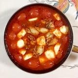 フライパンから牡蠣とトマトの煮込み