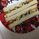 食パンで☆きゅうりとカニカマのサンドイッチ☆