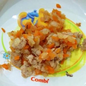 離乳食☆豚ひき肉とにんじんとたまねぎの炒め物