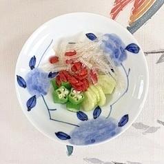 オクラ、胡瓜、糸寒天、クコの実の梅酢和え