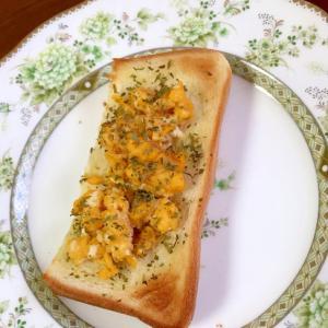 炒り卵のガーリックトースト