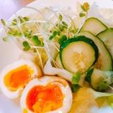半熟卵と野菜サラダ盛り合わせにアマニ油