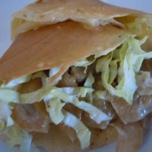 大豆粉で蒸し鶏とキャベツのクレープ