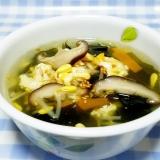 鶏ガラde超簡単!豆モヤシとワカメのかき玉スープ