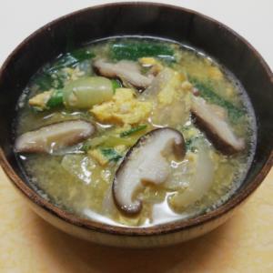 しいたけだし de 葉玉ねぎと椎茸の卵とじ味噌汁