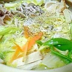 残り野菜をたっぷり使って土鍋deちゃんぽん♪