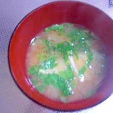 白菜と大根葉の味噌汁