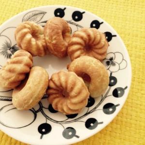 子どものおやつに、スムージーで焼きドーナツ