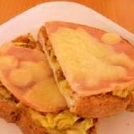 カレー風味のハム入りピザトースト