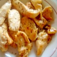 鶏ムネ肉のニンニクペッパーチキンステーキ。