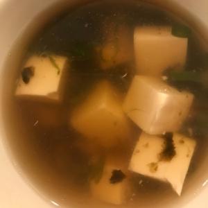 ゴマ油香る豆腐とのりのスープ