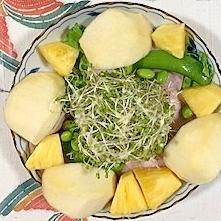 ロースハム、枝豆、パイン、ラ・フランスのサラダ