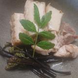 蕨と絹揚げと鶏肉の煮物