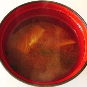 白菜とニラの味噌汁