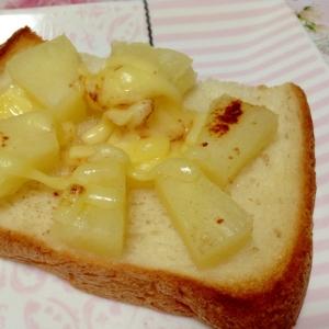 ココナッツオイル☆パイン☆チーズトースト