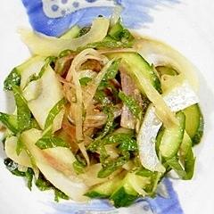 セロリと胡瓜に、大葉と茗荷を入れて、和え物