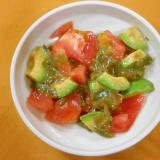 トマト・アボカド・もずくのサラダ