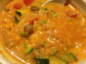 ズッキーニとレンズ豆のトマトクリームスープ。