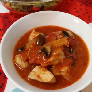 鶏肉とブラウンマッシュルームのトマト煮