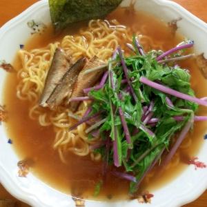 紫水菜とオイルサーディンのラーメン