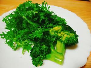 わさび菜とブロッコリーのサラダ