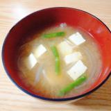 豆腐と玉ねぎといんげんの味噌汁