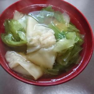 レタスと肉ワンタンのスープ