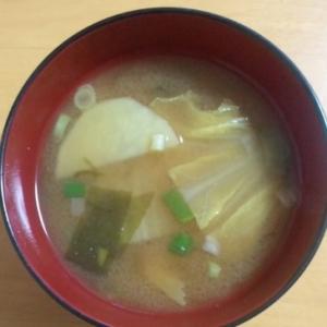 白菜とじゃがいもの味噌汁