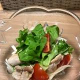 鳥もも肉と野菜のサラダ