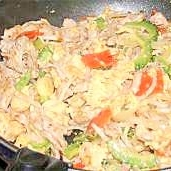 野菜たっぷり、島豆腐風ゴーヤチャンプルー
