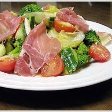 自家製ドレッシングで気分はイタリアン、なサラダ