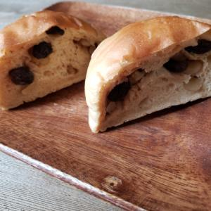 くるみとレーズンの全粒粉のパン