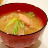 *鮭のアラ入り☆野菜たっぷり味噌汁*