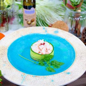 カニほぐし身とキュウリ器の前菜